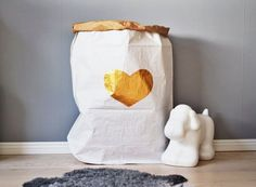 Gold heart paper bag | www.glorioussweets.com