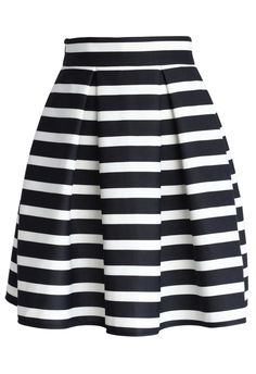 Stripes Pleated Tulip Skirt - dyinnngggggg! how perfect for a crop top!