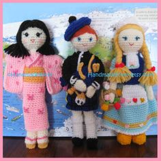 I've designed these dolls in similar sizes around 23~28cm so they look cute together and you can add them to your collection.   Patte...