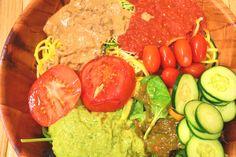 Ces recettes de sauces salades crues sont issues du Woodstock Fruit Festival. Pour préparer ces sauces, mettez les ingédients dans un blender et mixez jusqu'à une consistance lisse. Sauce crémeuse à l'orange Avocat, jus d'orange, courgette, oignon vert, basilic, menthe Sauce «mielleuse» citron moutarde Datte, mangue, graines germées de moutarde, jus de citron, eau Sauce …