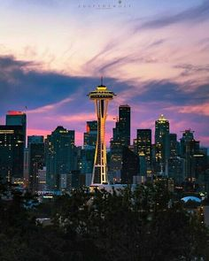 📍🌍 Kerry Park, Seattle -  📷 Photo by: @zulfthewolf  - Use #StudentUniverseUK for your chance to be featured 👍🏻 . . . . #kerrypark #seattle #app #backpacking #beautiful #bestplacestogo #burningman #countries #explore #justgo #instatravel#location #n