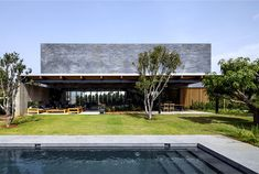 Contemporary Seaside Villa by Blatman Cohen Architects naturally looking swimming pool