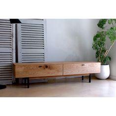 Knot TV board (テレビボード) 180 | 東京、目黒通りにあるインテリアショップカーフのオンラインサイトです。オリジナルデザインの無垢を使用した家具や、北欧テイスト・ヴィンテージ・アンティーク家具など取り揃えております。