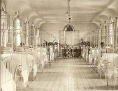 1910. Sala de pago del Hospital de la Princesa. Fotografía de Ragel | Flickr: Intercambio de fotos
