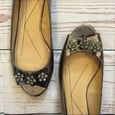 • Kate Spade •• Flats • Peep toe Kate Spade Metallic Flats with floral and rhinestone embellishments, size 10. They are gently used and in great condition with minimal scuffs. A truly gorgeous shoe to dress up any outfit. Thank you for asking all questions before purchasing  kate spade Shoes Flats & Loafers