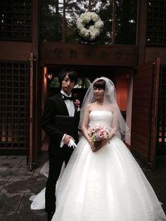 プリザーブドブーケと花冠 軽井沢高原教会さまへ 花嫁の後ろ姿 : 一会 ウエディングの花