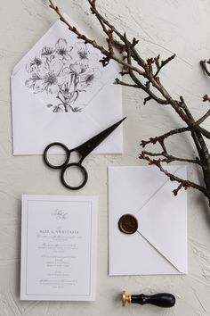 Minimal wedding invitations, handmade envelopes with wax seal / © PAPIRA invitatii de nunta personalizate #invitatiinunta #invitatii