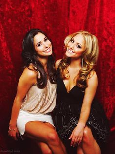 Josie Loren and Cassie Scerbo from Make it or Break it. Oh my goodness I miss this show a lot! Love there hair.