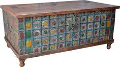 Diese alte indische Truhe lässt sich wunderbar als Couchtisch verwenden. Da kann man sich an den bunten Eisenbeschlägen erfreuen und noch ganz viel zur Aufbewahrung im Inneren unterbringen. Bunt, Toy Chest, Storage Chest, Decorative Boxes, Shabby, Furniture, Home Decor, Coffer, Recyle