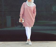 a hijabi ❤ hijab fashion, hijab chic и hijab out Modern Hijab Fashion, Street Hijab Fashion, Hijab Fashion Inspiration, Islamic Fashion, Muslim Fashion, Mode Inspiration, Fashion Outfits, Modest Fashion, Style Fashion