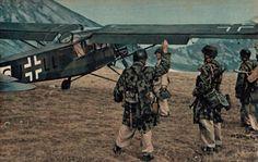 Le pilote personnel de Student, le Hauptmann Gerlach, va décoller du Gran Sasso avec un Fieseler Storch dans un décollage périlleux en emmenant vers Munich Mussolini et Skorzeny.
