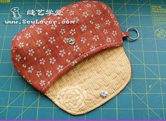 I love the shape of this clutch! (Instructions are in a different language, so try Google Translate.)