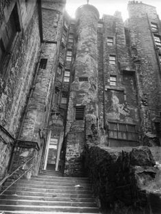Edinburgh Old Town's tenements - photograph: E. Smith