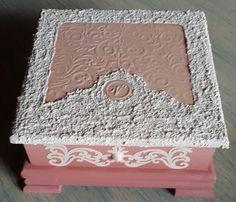 Caja con textura inspirada para Valerie