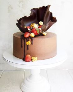 Ideas cupcakes ideas birthday chocolate for 2019 Fondant Cupcakes, Buttercream Cake, Cupcake Cakes, Cupcake Toppers, Chocolate Cake Designs, Chocolate Decorations For Cake, Cake Chocolate, Chocolate Strawberry Cake, Cake Decorations