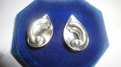 Vintage unsigned sterling silver earrings by PatsapearlsBoutique, $48.99