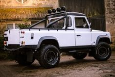 Yeti - Defender reimagined by Arkonik Land Rover Defender Pickup, Landrover Defender, Cool Trucks, Pickup Trucks, Series 2 Land Rover, Defender For Sale, Gumball 3000, Landing, Automobile
