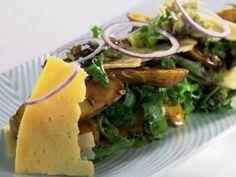 Höstsallad med västerbottensost och rostad mandelpotatis Receptbild - Allt om Mat
