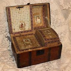 ... -Old-Camel-Back-Victorian-Dolls-Trunk-with-Complete-Interior