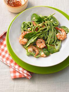 Grasgrüne Pasta mit Spinat und Garnelen