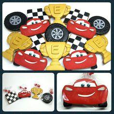 Galletas Decoradas • Cars 🚘  #PrityCakes #pritycakes #prettycakes #galletas #cookies #galletasdecoradasconfondant #fondant #llanta #copa #banderín #rayomcqueen #lightingmcqueen #disneycars #disney #panama #bake