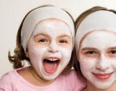 Here's a fun way to host a spa party at home for your daughter and her friends! This spa birthday party guide has recipes for home-made spa treatments, spa invitations and spa party favors. Kids Spa Party, Spa Birthday Parties, Pamper Party, Sleepover Party, Girl Sleepover, Girl Parties, Party Fun, Party Time, Homemade Face Masks