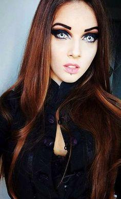 Devil Lady faz 21 anos hoje 🦇🖤🦇🖤🦇 De uma excelência perturbadora 😗 Sempre encantadora 🤗 PARABÉNS 💜💜💜 #The_Goth_Life #goth #gothic #dark #vampire #werewolf