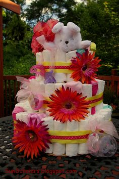 My sister's expecting a baby in August.... her 4th GIRL !  A perfect excuse for me to finally make one of these diaper cakes that I've been ...