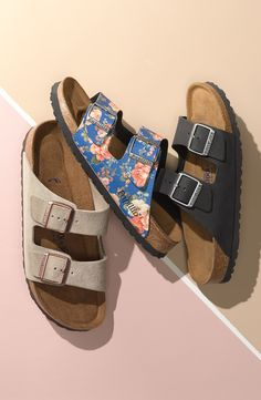 Birkenstock sandals are totally a summer must-have. Sock Shoes, Cute Shoes, Me Too Shoes, Shoe Boots, Shoes Sandals, Flats, Heels, Jesus Sandals, Trendy Shoes