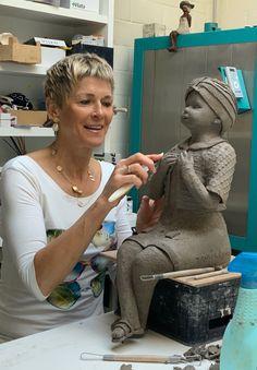 Sculptures Céramiques, Sculpture Clay, Ceramic Sculpture Figurative, Ceramic Figures, White Clay, Clay Art, Sculpting, Slab Pottery, Statue