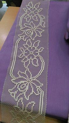 crochet filet triptych with daisy Filet Crochet, Crochet Borders, Crochet Cross, Crochet Chart, Crochet Home, Thread Crochet, Irish Crochet, Crochet Motif, Crochet Designs