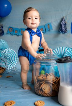 1 year old photo shoot. Cookie Monster theme 1 year old photo shoot. 1 Year Old Birthday Party, 1st Birthday Photoshoot, Birthday Themes For Boys, Baby Boy 1st Birthday, First Birthday Photos, Boy Birthday Parties, Birthday Ideas, Monster Birthday Cakes, Monster 1st Birthdays