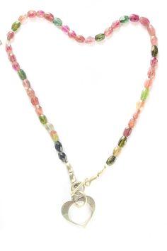Collar con #turmalina de colores y #dije #corazón de #plata