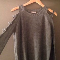 4d4c680e52 Grey sweater with cutout sleeves