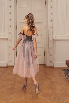 Rich in bright shades and a variety of silhouettes 'Allure' cocktail dresses collection brilliantly reflects all the latest trends in evening fashion. Evening Gowns With Sleeves, Long Evening Gowns, Lovely Legs, Short Cocktail Dress, Spring Dresses, Skirt Fashion, A Line Skirts, Dress Collection, Luxury Fashion
