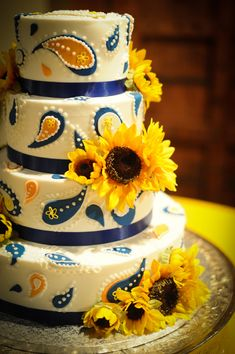 This whimsical paisley wedding cake is perfect for a sunflower themed wedding. Paisley Wedding Cakes, Paisley Cake, Themed Wedding Cakes, Wedding Cake Rustic, Themed Weddings, Paisley Print, Beautiful Cakes, Amazing Cakes, Pretty Cakes