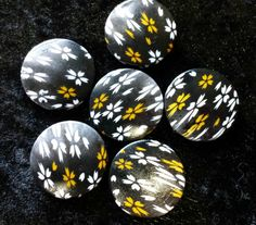 49p 6 large disc shaped beads black brown and by KelwayCraftsYorkshir