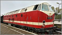 Diesellok 119 158 im Bahnhof Berlin-Schöneweide. Old Trains, German, Locomotive, Pride, Past, Metal, Deutsch, German Language