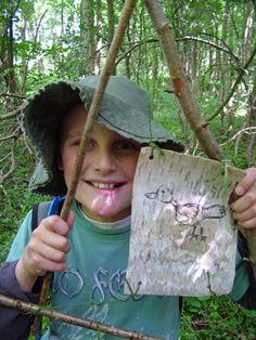 Using birch bark, charcoal and willow to create sculpture out in the woods.    http://wagglewoodsfamilies.kajabi.com/funnel_events/26910-badger-puppet