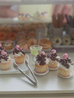 Rubyrose's Bakery/Cupcake 'stripe candy' 1:12th