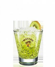 Malibu Kiwi - Kiwi rozetnij na małe kawałki i rozgnieć… Spiced Rum Drinks, Malibu Rum Drinks, Coconut Rum Drinks, Coconut Mojito, Liquor Drinks, Beverage, Coke Recipes, Shot Recipes, Smoothie