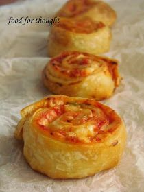 Food for thought: Πιτσάκια ρολά Cookbook Recipes, Cooking Recipes, The Kitchen Food Network, Confort Food, Good Food, Yummy Food, Greek Cooking, Breakfast Snacks, Finger Food Appetizers