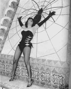 Betty Blue & the Spider Tile