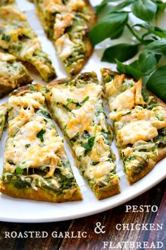 roasted garlic pesto chicken flatbread - takes just minutes to throw together! i used garlic naan bread with crockpot pesto chicken (pesto,chickenbreast,ranchpacket. Garlic Pesto Chicken, Chicken Flatbread, Roasted Garlic, Flatbread Ideas, Pesto Recipe, Chicken Pesto Pizza, Flatbread Appetizers, Lime Chicken, Dessert Pizza
