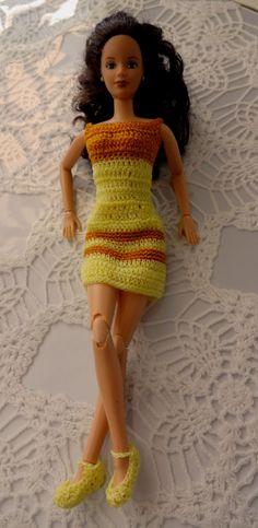 Sencillo vestido Amarillo en crochet para Barbie