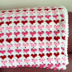 hearts_baby_crochet_blanket_12                                                                                                                                                                                 More