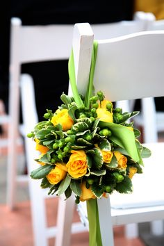 14. Esfera de Flores con Clavo Jaspeado, Rosas Amarillas