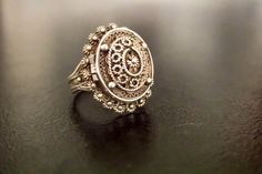 Antique vinaigrette ring/vintage vinaigrette/1800s vinaigrette/poison ring/silver vinaigrette ring.