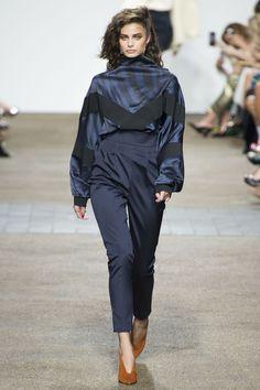 Topshop Unique Spring 2017 Ready-to-Wear Fashion Show - Taylor Hill Spring Fashion 2017, Fashion Week 2016, Runway Fashion, London Fashion, Unique Fashion, Love Fashion, Fashion Show, Fashion Design, Fashion Women