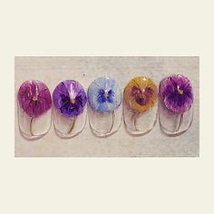 「まるで植物図鑑?ちょっぴり大人な春のボタニカルネイルで幸せに*」に含まれるinstagramの画像